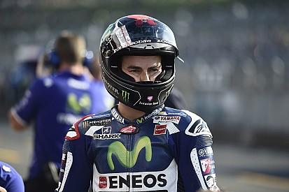 Encore à terre, Lorenzo abandonne son titre à Márquez