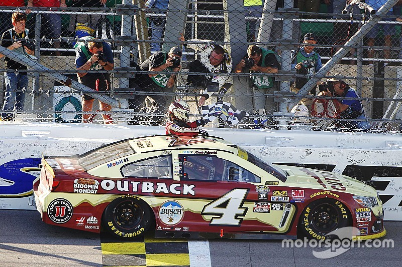 NASCAR: Kevin Harvick dank Kansas-Sieg eine Chase-Runde weiter