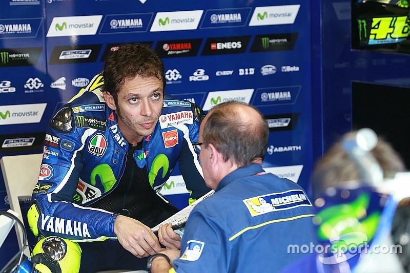 Rossi pierde 18 posiciones tras excederse de vueltas con el extra blando