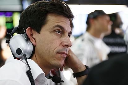 """Wolff culpa a la """"falta de comunicación"""" el problema de la protesta sobre Verstappen"""