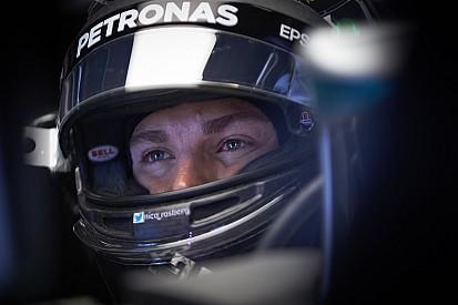 Rosberg már csak mosolyog Hamilton pole-ján: úgyis ő nyer?
