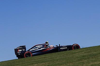 Button acusa a Palmer y el de Renault se defiende