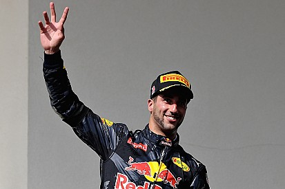 """Ricciardo: """"Ero secondo con un buon passo, poi quel monello di Max..."""""""