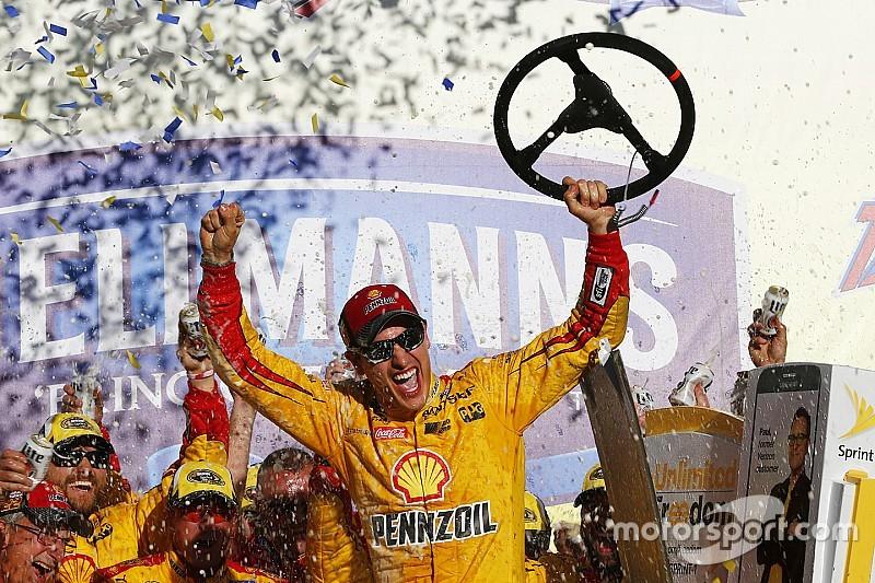 Logano triunfa en Talladega y cuatro pilotos son eliminados del Chase
