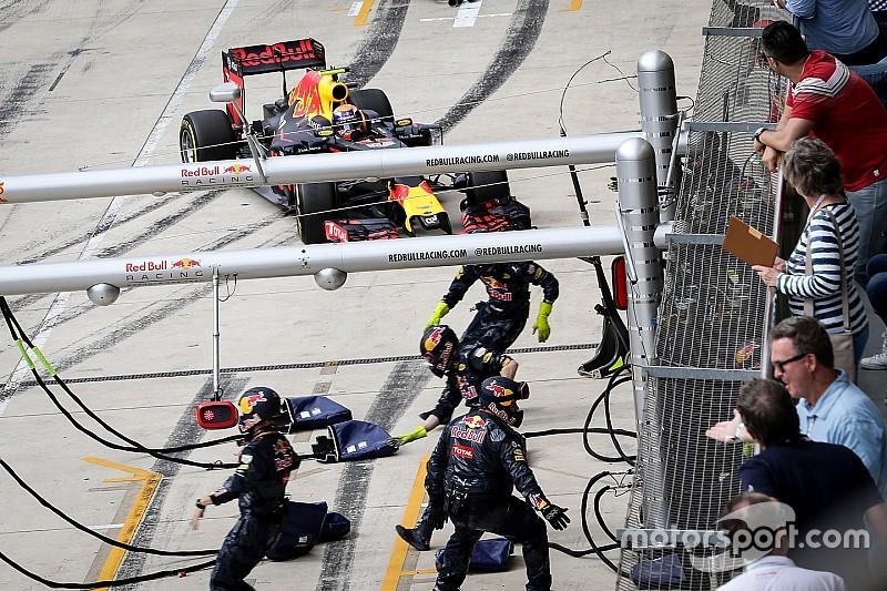 """Red Bull: """"Pitstop van Verstappen was ongewoon"""""""