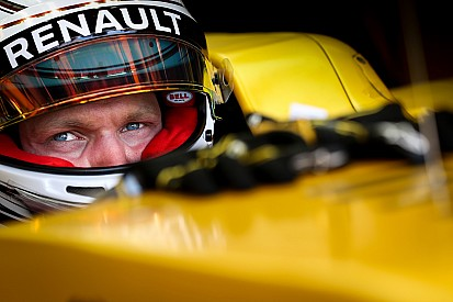 马格努森因违规超车受罚,距离停赛只差4分