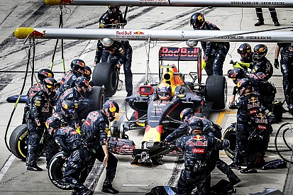Red Bull: hiába a sok stratéga, ha a versenyző maga dönt a kerékcseréről