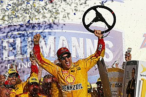 NASCAR Cup Gara Joey Logano trionfa a Talladega e si guadagna la