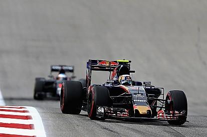 """Sainz geniet van duel met Alonso: """"We zijn allebei blij"""""""