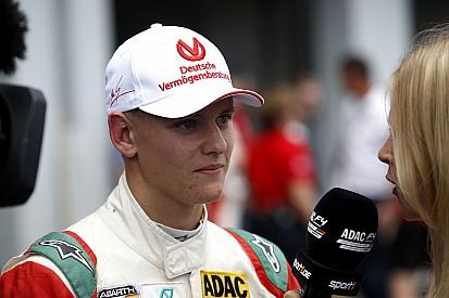 Filho de Schumacher perde título da F4 para argentino