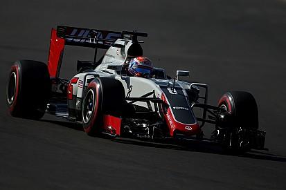 Grosjean start race in Mexico vanuit pitstraat na vloerwissel