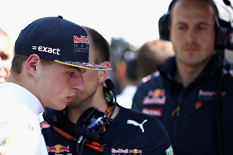 """Verstappen: """"Vettel tiene que volver al colegio a aprender a hablar bien"""""""