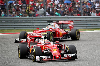 F1-Ferraris in den Steilkurven von Daytona mit Vettel und Räikkönen