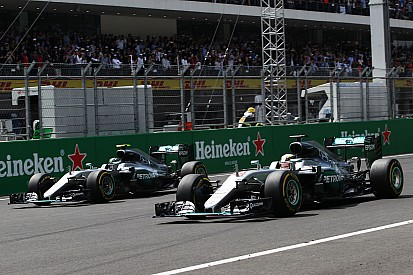 هاميلتون وروزبرغ يملكان محرّكات متماثلة قبيل منافستهما على لقب الفورمولا واحد