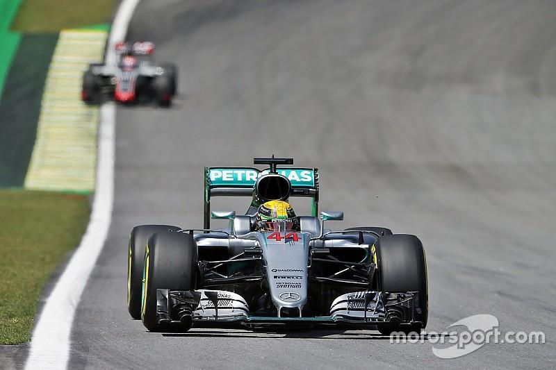 Hamilton dominó el viernes de Interlagos
