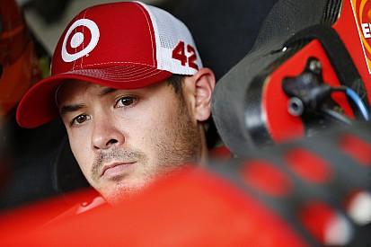 Larson lidera la primera práctica del viernes en Phoenix
