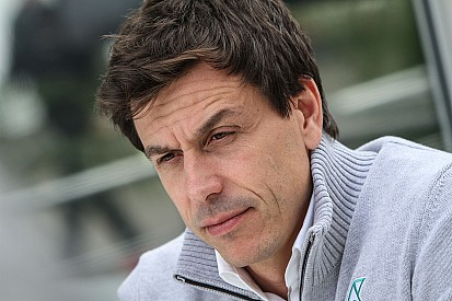 Wolff resta importancia a los rumores de su llamada a Verstappen