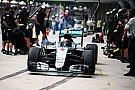 Mercedes memindahkan pit box mereka di Interlagos