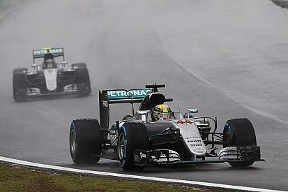 "【F1ブラジルGP】決勝:""3時間レース""を制したハミルトンが優勝。最終戦に望みを繋ぐ"