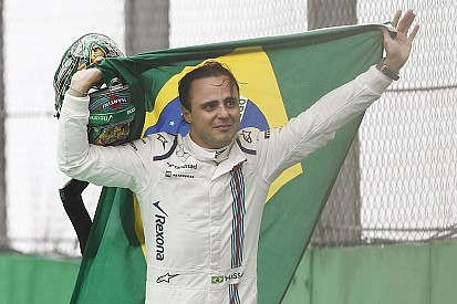"""Fotogallery: l'emozionante """"passerella"""" di Massa dopo il ritiro a Interlagos"""