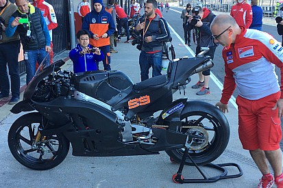 Lorenzo estrenará la Ducati con las alas