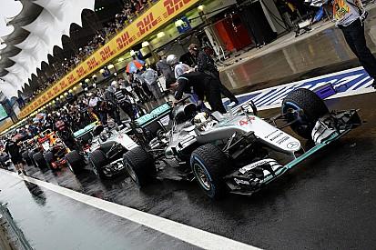 Mercedes a profité du drapeau rouge pour faire des changements décisifs