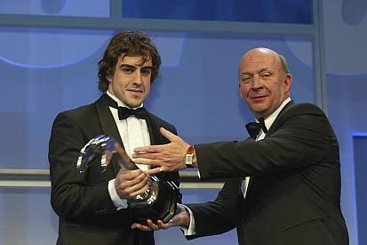 Após nove anos, Nigel Roebuck volta à revista Autosport