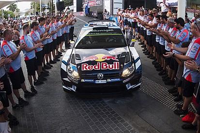 """Il team Hyundai omaggia la Volkswagen con il """"Tunnel della gloria"""""""