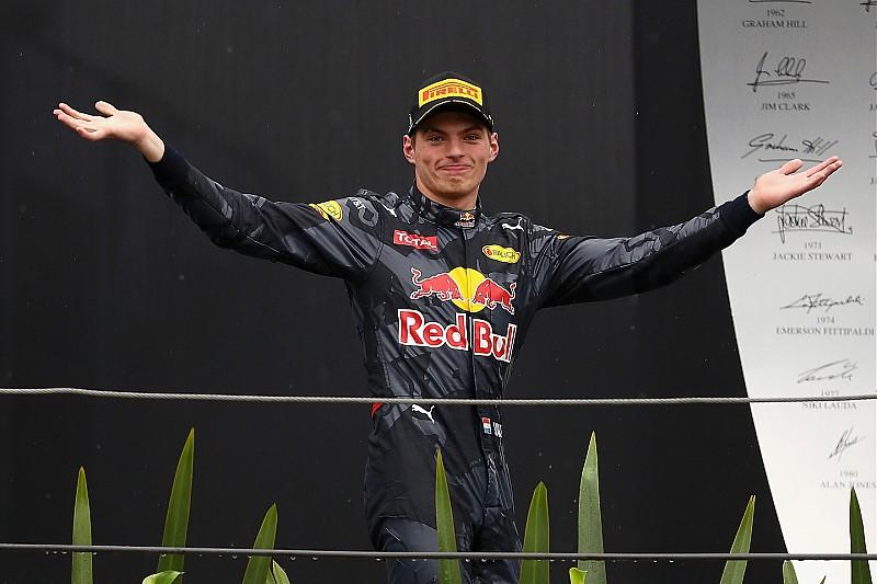 """Comparé à Senna et Schumacher, Verstappen veut """"garder les pieds sur terre"""""""