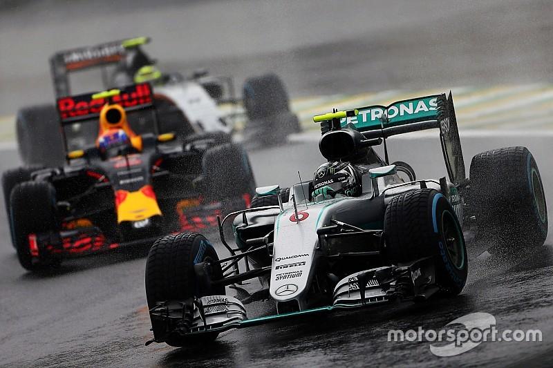 إكليستون يسعى إلى تقسيم سباقات الفورمولا واحد