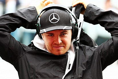 Rosberg şampiyonun belirleneceği Abu Dhabi'de zorlamaya devam edecek