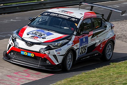 24 Saat Nürburgring'e C-HR ile katılan Toyota ekibiyle özel röportaj