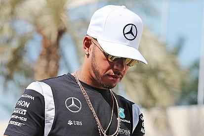 Hamilton szerint nem lenne okos dolog feltartani Rosberget