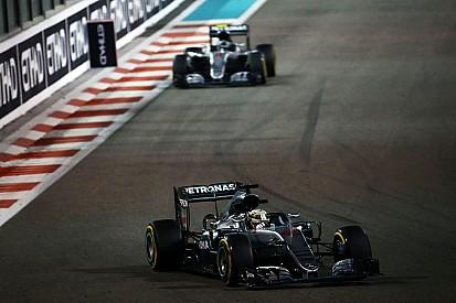 """Horner schaart zich achter Hamilton: """"Mercedes naïef"""""""