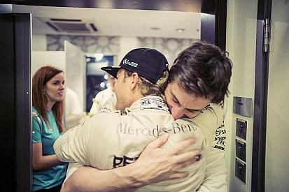 Rosberg no fue capaz de informar de su retirada a Wolff en persona