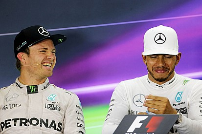 "【F1】""親友""ハミルトンに引退を伝えていたロズベルグ「今夜はルイスと語り合えるかも」"