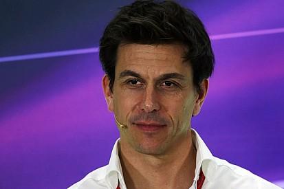 """Wolff provoca: """"Potremmo offrire la Mercedes a Valentino o Lorenzo"""""""