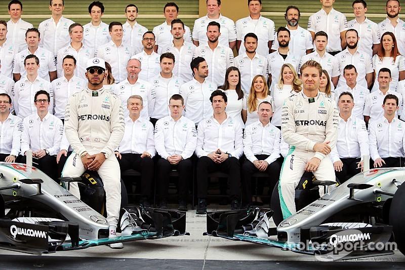 """Hamilton - Une situation parfois """"inconfortable"""" chez Mercedes en 2016"""