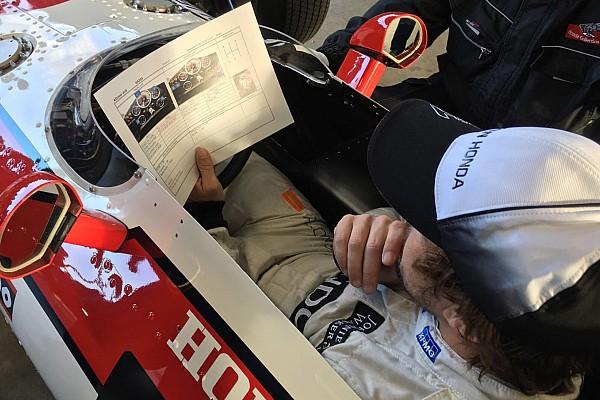 General Alonso ante los aficionados de Honda: