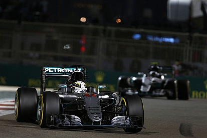 """Mercedes: """"tudo bem"""" com tática de Hamilton em Abu Dhabi"""