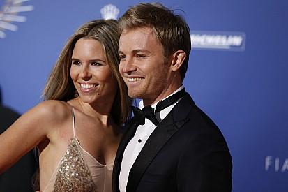 """""""Agora posso voltar a ser amigo de Hamilton"""", brinca Rosberg"""