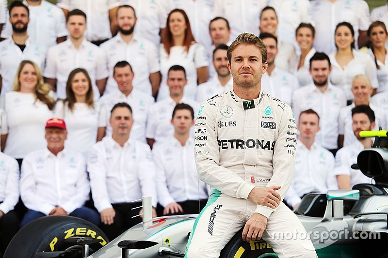 """Rosberg sait qu'il a mis Mercedes """"dans une position très difficile"""""""