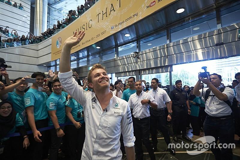 Le remplaçant de Rosberg ne sera pas connu en 2016