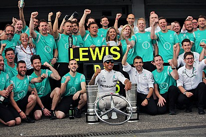 Wolff: Mercedes yine her bireyden önce gelecek
