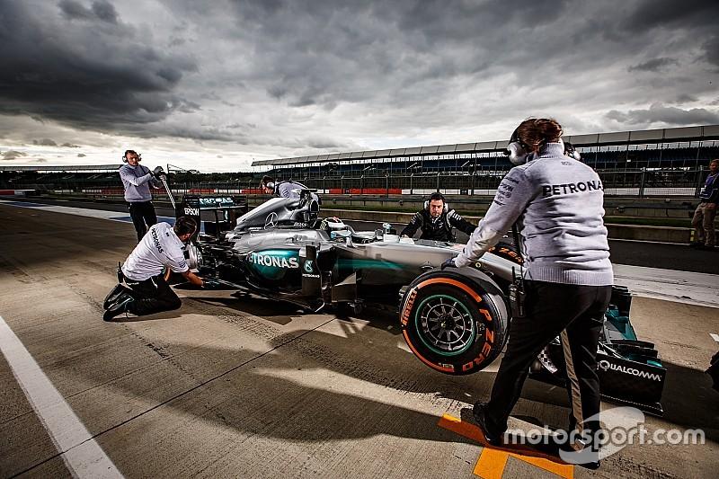 Mercedes quiere montar a Valentino Rossi en su Fórmula 1