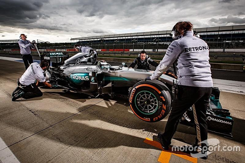 Mercedes oferece testes a Rossi e Ogier em carro de F1