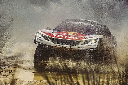 Coches: Loeb en cabeza, Sainz tercero