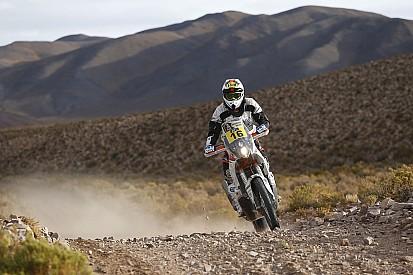 Vom Blitz getroffen: Motorrad-Fahrer setzt Dakar trotzdem fort