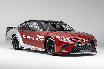 La Toyota mostra le forme della nuova Camry per la NASCAR