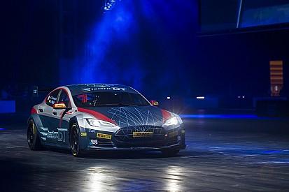 All'Autosport International la Tesla da corsa... elettrizza tutti!